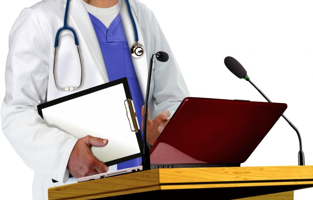 Doctor dando una conferencia